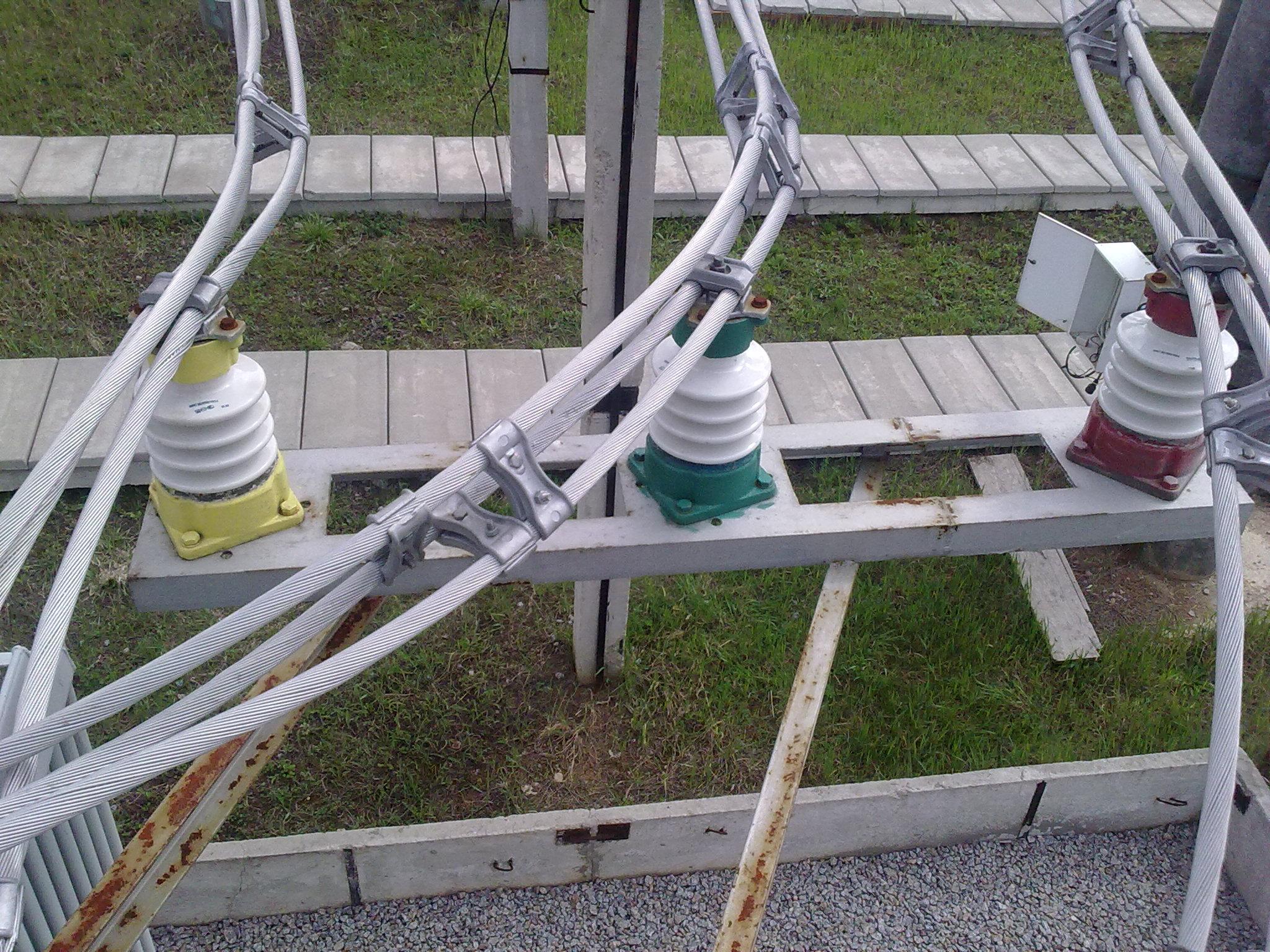 Рис.1 – Крепление трех проводов к опорному изолятору ИОС-20-2000 УХЛ1